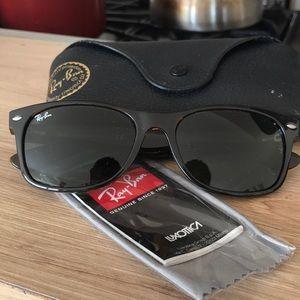 BRAND NEW Ray Ban Wayfarer Classic Sunglasses